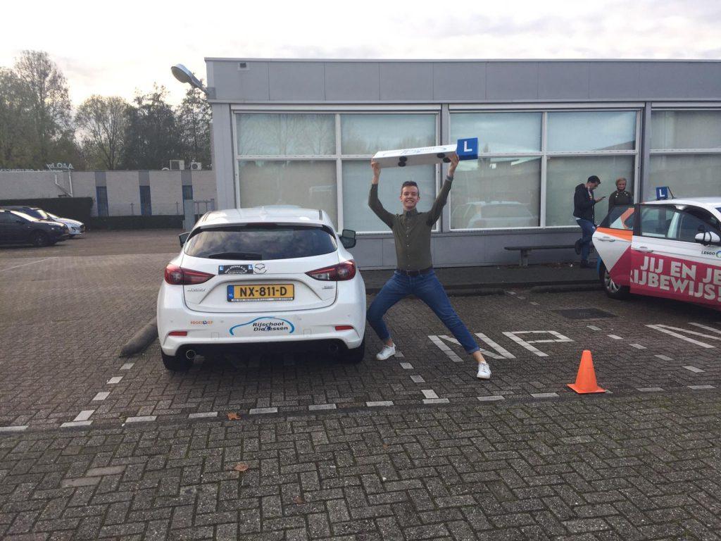 Floris Wattel geslaagd voor rijbewijs