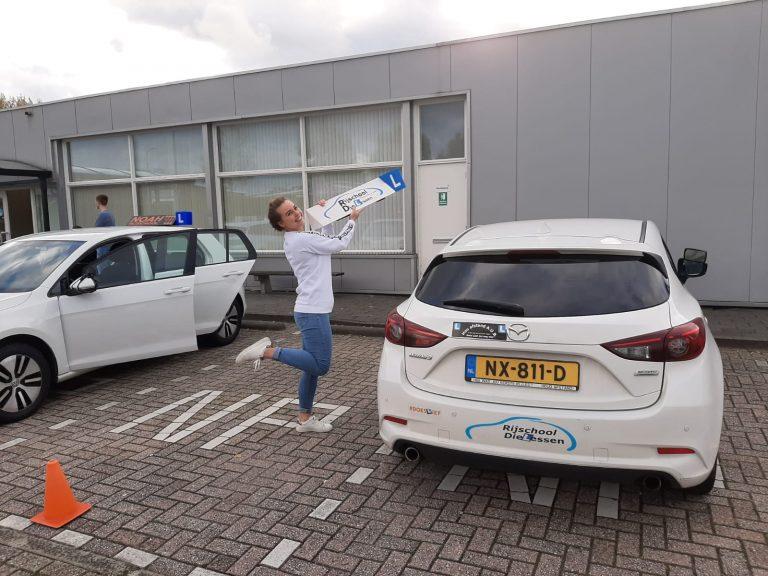 Sanne Schild geslaagd voor rijbewijs.