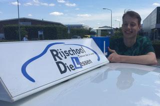 Danny v. Driel geslaagd voor zijn rijbewijs bij Rijschool Dielessen.