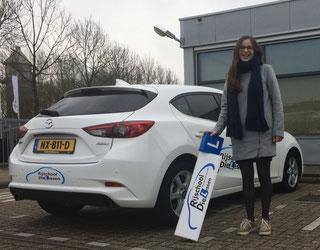 Maaike Neels in 1 keer geslaagd voor haar rijbewijs bij Rijschool Dielessen.