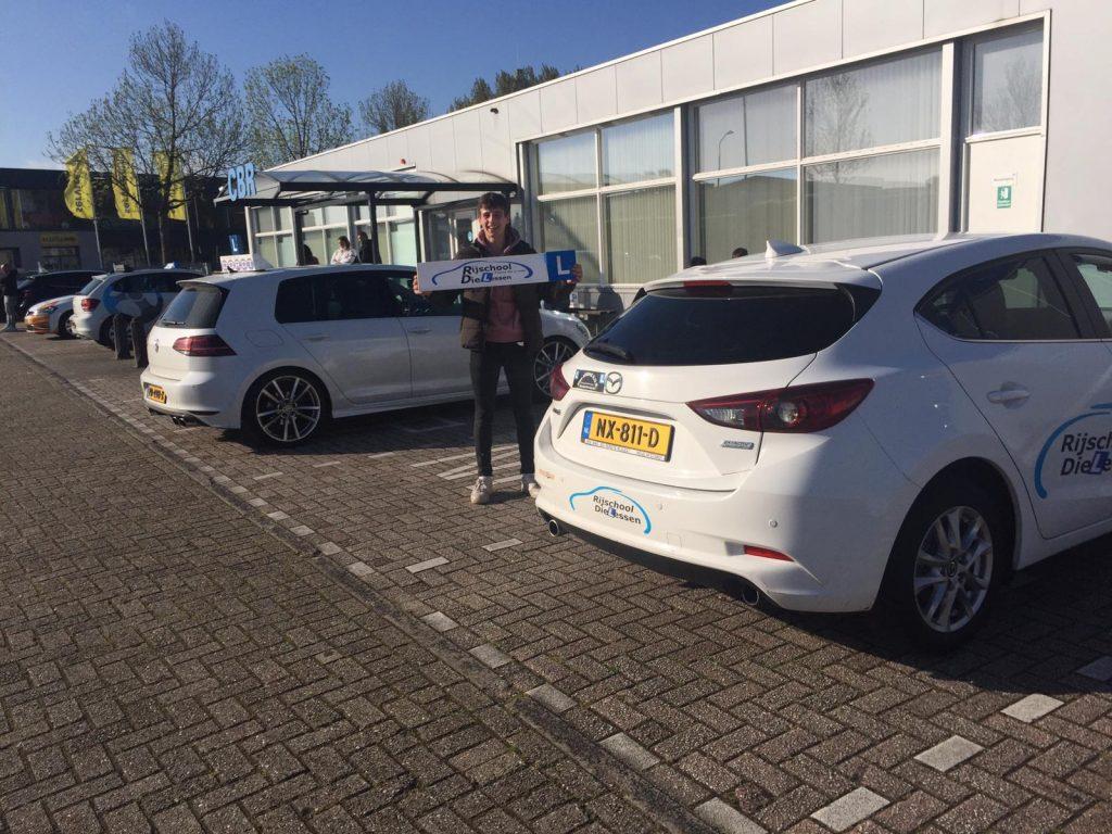 Ewout Neels in 1x geslaagd voor zijn rijbewijs B bij rijschool Dielessen in Dordrecht