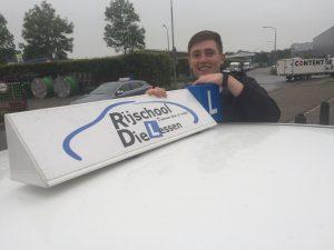 Rick Willacy in 1 keer geslaagd voor zijn rijbewijs bij Rijschool Dielessen in Dordrecht.
