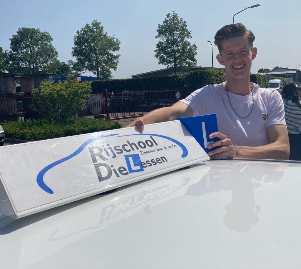 Ook Rens Barendregt in 1 x geslaagd voor zijn autorijbewijs bij Rijschool Dielessen.